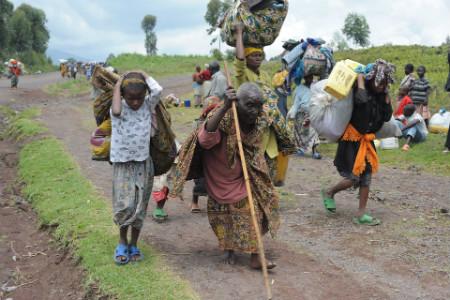 População foge durante conflitos no Congo, em 2008 | Foto: Julien Harneis