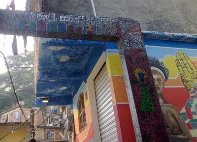 Foto: DivulgaçãoNo Cantagalo, circuito de ruas e becos com grafites foi criado especialmente para o roteiro turístico