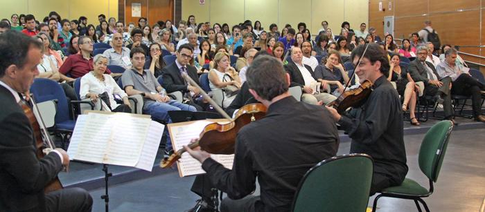 Apresentação de música do Programa Nascente: valorização de novos talentos Foto: Divulgação/PRCEU