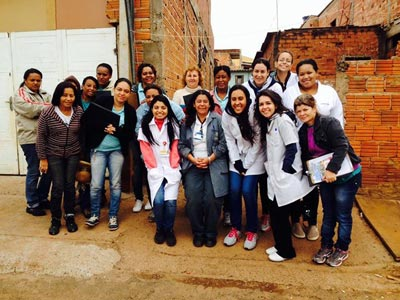 Membros da Liga de Hanseníase em atividade junto à Secretaria Municipal da Saúde de Ribeirão Preto