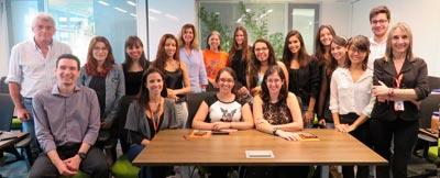 Após apresentação na Zoetis, os alunos se reuniram com as Professoras Helenice Spinosa e Silvana Górniak e com a equipe de avaliadores para este registro | Foto: Assessoria de Comunicação / Zoetis