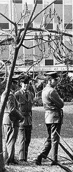 Policiais na Cidade Universitária em 1967   Acervo AE