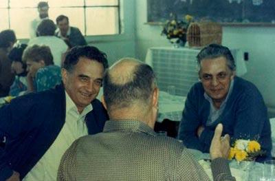 Luiz Edmundo de Magalhães (à dir.), em 1987, com Crodowaldo Pavan (à esq) e Antonio Brito da Cunha (no centro, de costas) | Foto: Acervo IB